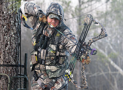 pbh_bowhunting-in-rain_a