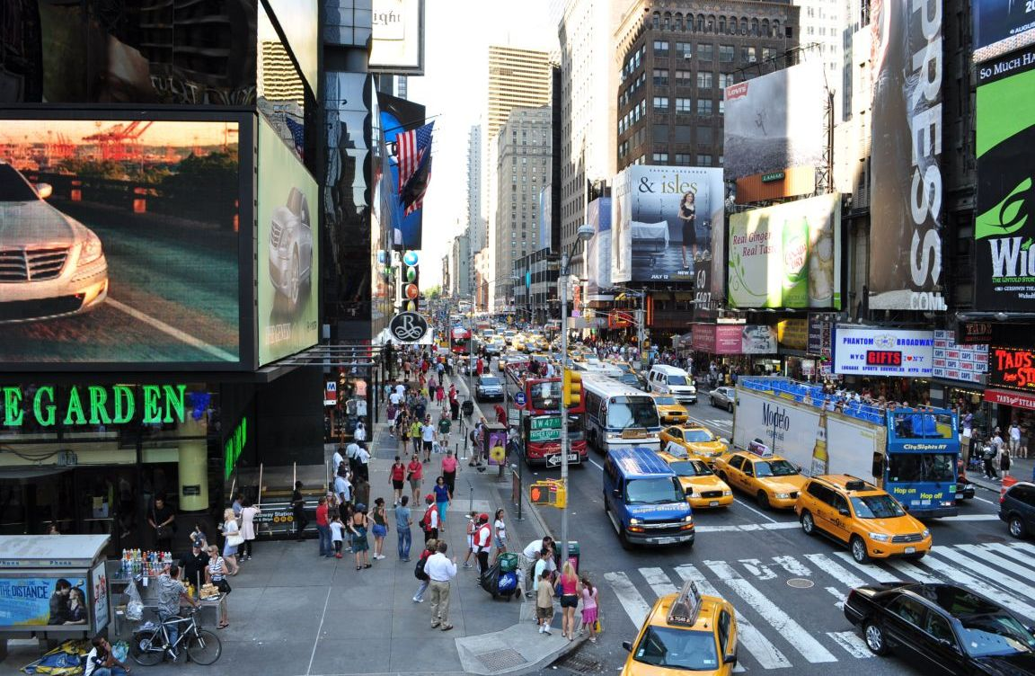 busy-street-new-york-city-united-states+1152_12837313312-tpfil02aw-30390